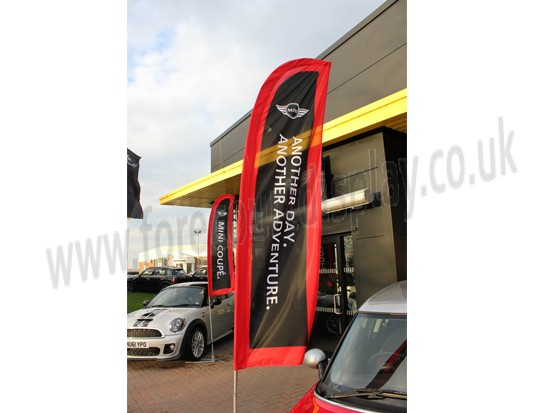 4.1m Medium Auto Blade Flag and Flagpole